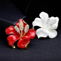 Fashion Rhinestone Inlaid Flower Shaped Brooch